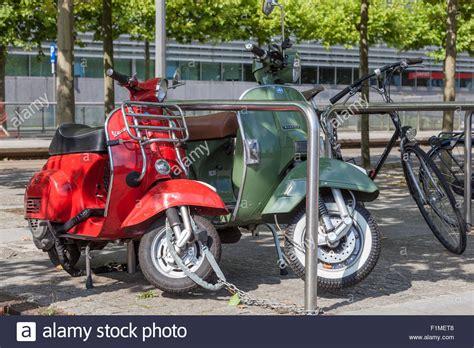 Motorrad Mieten Rethymnon by Vespa Piaggio Scooter Scooters Stockfotos Vespa Piaggio