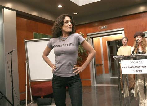 lisa edelstein house lisa edelstein photos photos the cast of quot house quot unveil t shirts benefiting nami
