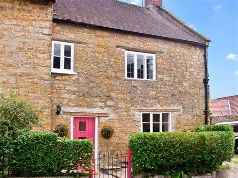 Sherborne Cottages by Quaker Cottage In Sherborne This Lovely Semi Detached