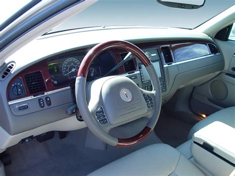 2004 Lincoln Town Car Signature Sedan Interior Photos