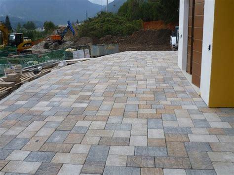 pavimenti per esterni in cemento pavimento per esterni in cemento effetto pietra borgo