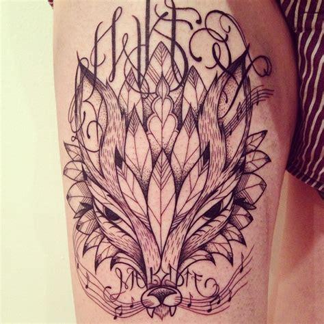 tatouage loup plume graphique inkage