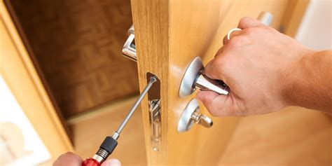How To Fix A Jammed Door by How To Fix A Door Lock That Is Jammed