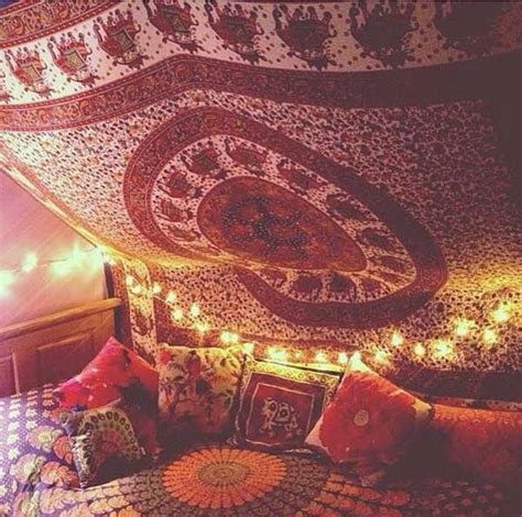 Hanging Tapestry From Ceiling by 17 Best Ideas About Meditation Room Decor On