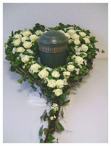 Kerzenhalter Für Adventskerzen by Steckmasse Herz F 195 188 R Den Blumen Urnenschmuck
