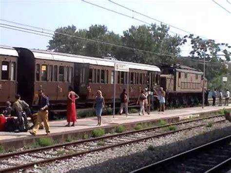 carrozze treni in vendita il treno con le carrozze di terza classe a tropea