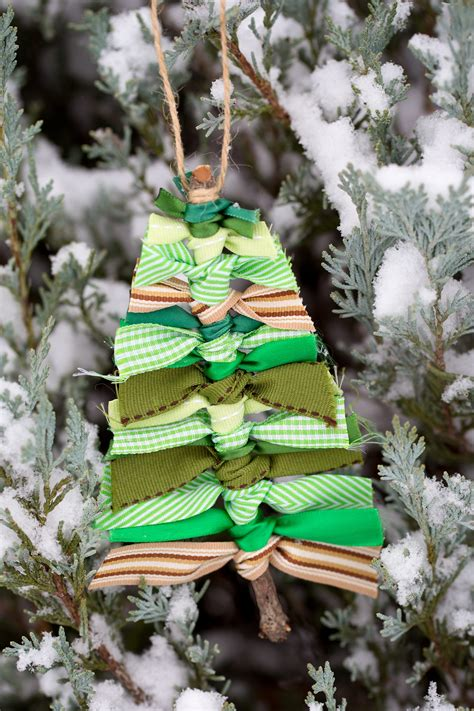 how to tie ribbon around a christmas tree scrap ribbon tree ornaments