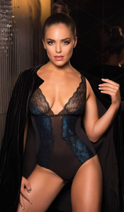 Holly Valance Sister Aussie Olympia Valance Is Dressed For Success Daily