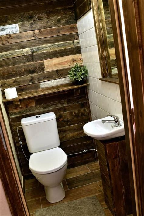 pallet wall bathroom 25 best ideas about pallet bathroom on pinterest rustic