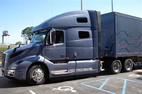 review test driving volvos  vnl class  truck lineup truckscom