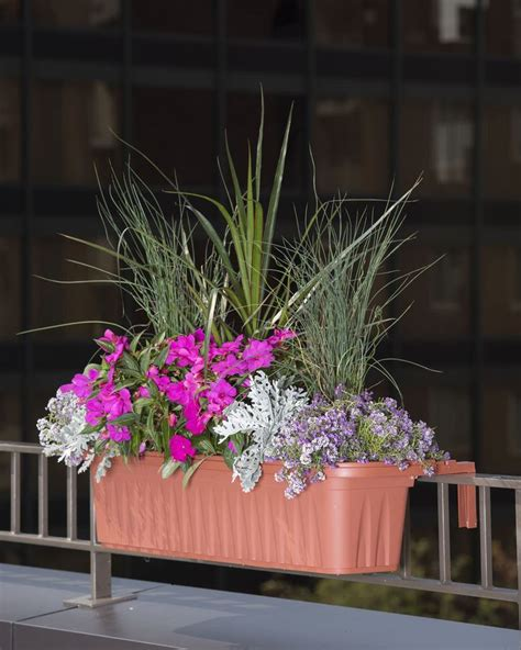 Planters For Porch Railings by Best 25 Railing Planters Ideas On Flowers For