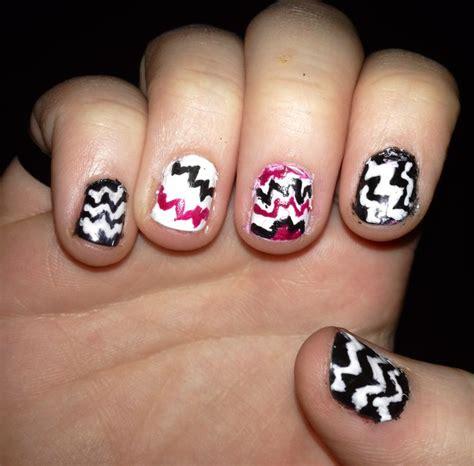 zig zag pattern nails nail designs zig zag nail art designs