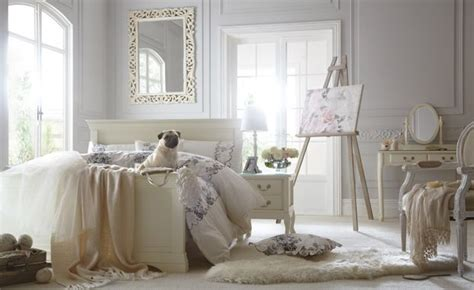 vintage romantic bedrooms vintage bedroom stick to pastels pales whites and