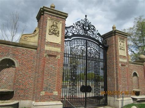 Cambridge Mba Review by Entrance Of The Picture Of Harvard
