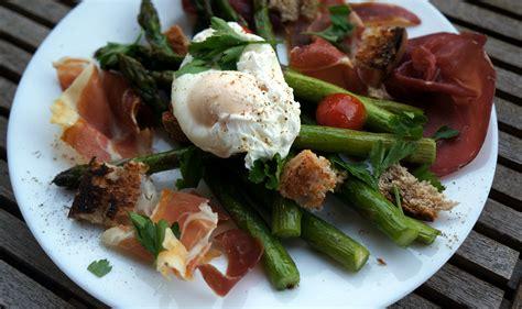 cuisine asperges vertes asperges vertes r 244 ties œuf mollet et charcuterie