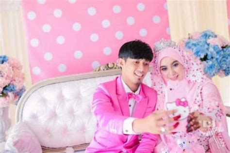 new themes for couple kitty malaysian couple gets married in hello kitty themed
