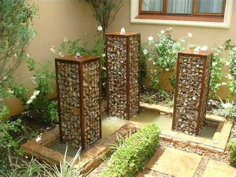 garten mit blumen gestalten stein wasserspiel f 252 r garten selber bauen dekoration