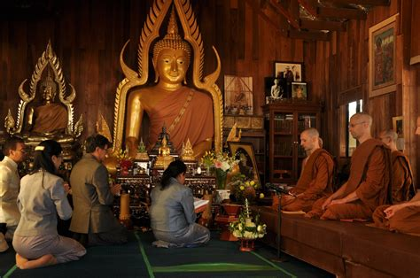 Jubah Bhikkhu Civara Untuk Persembahan Hari Kathina 1 bahagia karena memberi segenggam daun