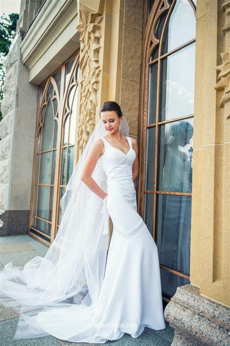 Sleeveless White Satin Mermaid Fall Simple Wedding Dress