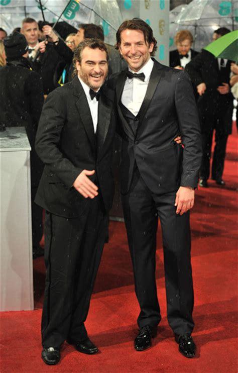 Bradley Cooper En La Alfombra Roja De Los Oscars 2014 Bafta 2013 Argo De Ben Affleck Se Postula Como Favorita A Los Oscar Foto