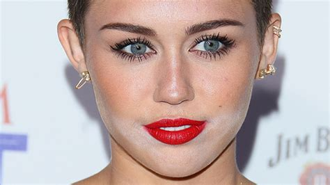 celebrity beauty photographer 12 worst celebrity powder flashback makeup fails stylecaster