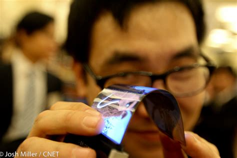 ces samsung s bendable cell phone screen cnet