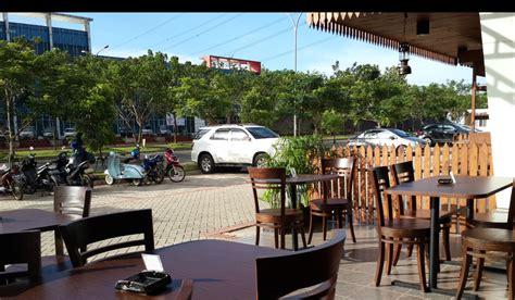 background dinding cafe hitam putih gambar background