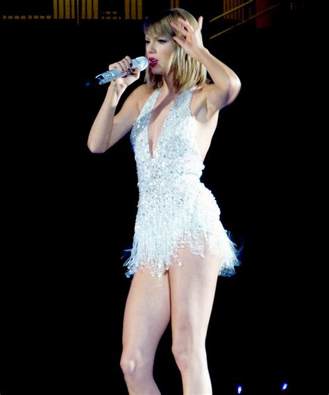 taylor swift sexiest outfit taylor swift