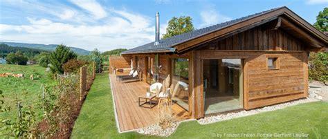 waldhütte mit sauna mieten bayerischer wald wellness chalet mit kamin sauna in