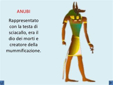 il dio egizio con testa di sciacallo egizi