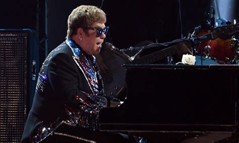 Live At The Square Gardensis This Microphone by Elton Uses Audio Technica Ae6100 Microphone At The