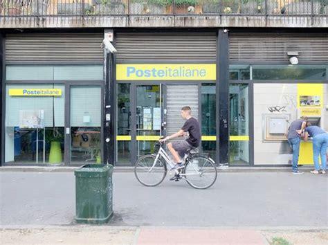 ufficio postale corsico assalta l ufficio postale feriti una dipendente e un