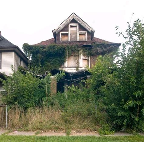 houses haunting photos of abandoned homes