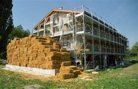 costruire una casa da soli come costruire da soli la propria casa di paglia terra nuova