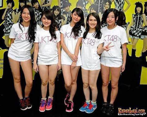 gak pake cd foto sexy member jkt48 kaya gak pake celana o o wow