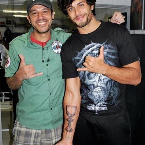 tattoo de jesus luz ego jesus luz faz nova tatuagem not 237 cias de famosos