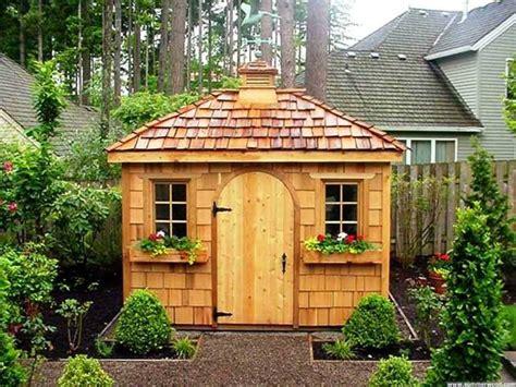 Superbe Petite Cabane De Jardin #1: cabane-de-jardin-en-bois-jolie-maison-exterieur.jpg