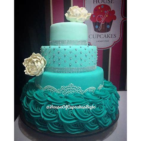 mas fotos de tortas de uva para que escogas y puedas lucir en tu boda que les parece esta hermosa torta realizada para los 15