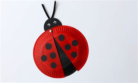 Ladybug Paper Plate Craft - easy craft how to make a paper plate ladybird