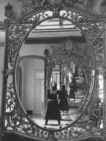- maria felix -   ~~~ ETERNAL* BEAUTY. ~~~   Mirror photography, Mexican actress, Mirror