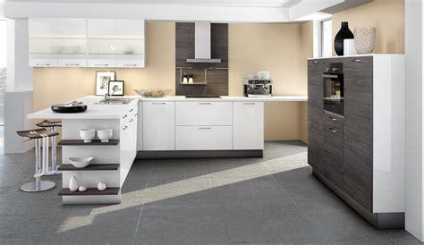 Weisse Küche Arbeitsplatte by Wohnzimmer Grau Rot