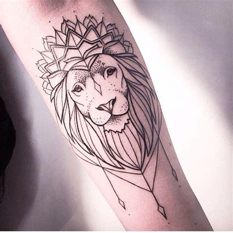 simple tattoo of lion melina wendlandt german tattoo artist lion geometric