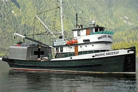 alaska fishing boat captain saves crewmen 1000 images about fish boats on pinterest fishing boats