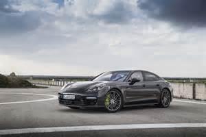 Porsche Panemera 2018 Porsche Panamera S E Hybrid Front Side 02 Motor Trend