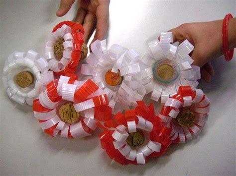 fiori con i bicchieri di plastica decorazioni con i bicchieri di plastica addobbi e