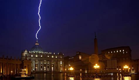 imagenes no tan ocultas del vaticano raio atinge a bas 237 lica de s 227 o pedro no dia da ren 250 ncia do papa