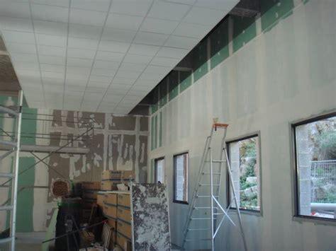 Dalles Plafond Isolantes by Pose De Faux Plafonds En Dalles Isolantes 600x600 Sur La