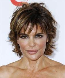 texture of rennas hair lisa rinna short straight casual hairstyle dark brunette
