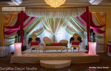 Decoration Pictures by Wedding Stage Decor