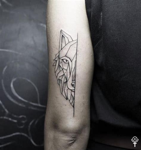 35 Astonishing Geometric Wolf Tattoos Amazing Tattoo Ideas Back Of Arm Tattoos Ideas